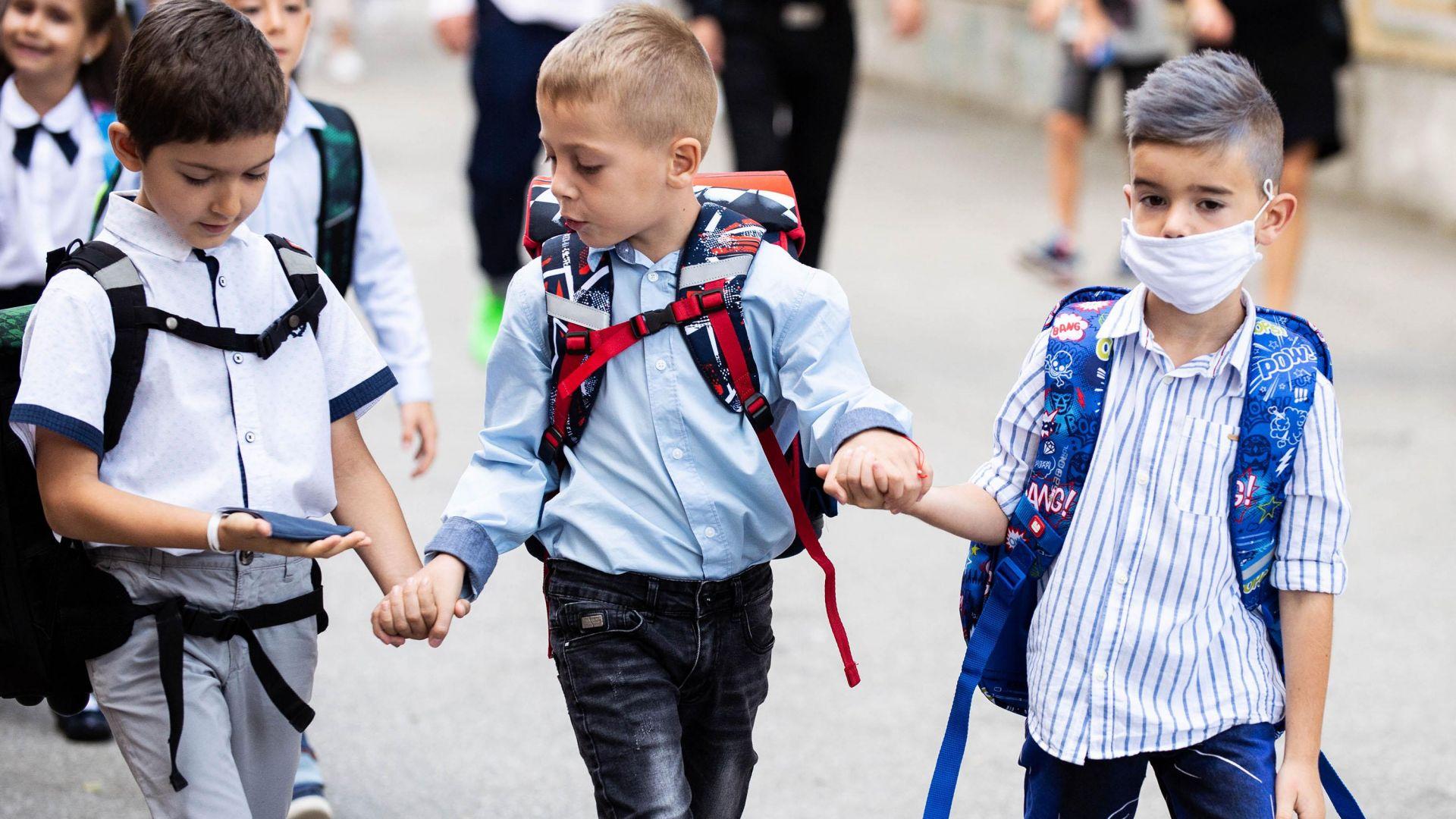 Бюджет 2021 заложи данъчни облекчения за родители и парична помощ за ученици