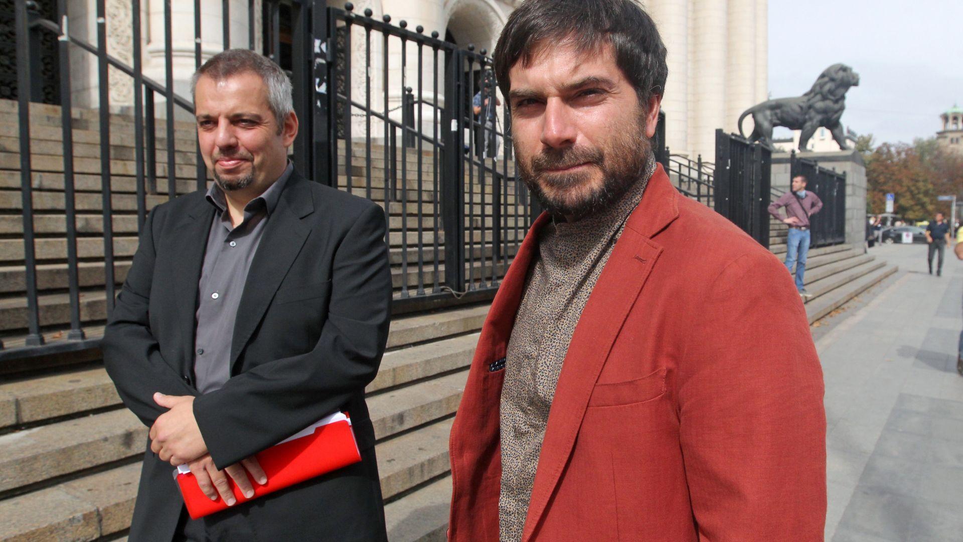 Проверката на МВР имало ли е насилие над журналиста Димитър Кенаров продължава