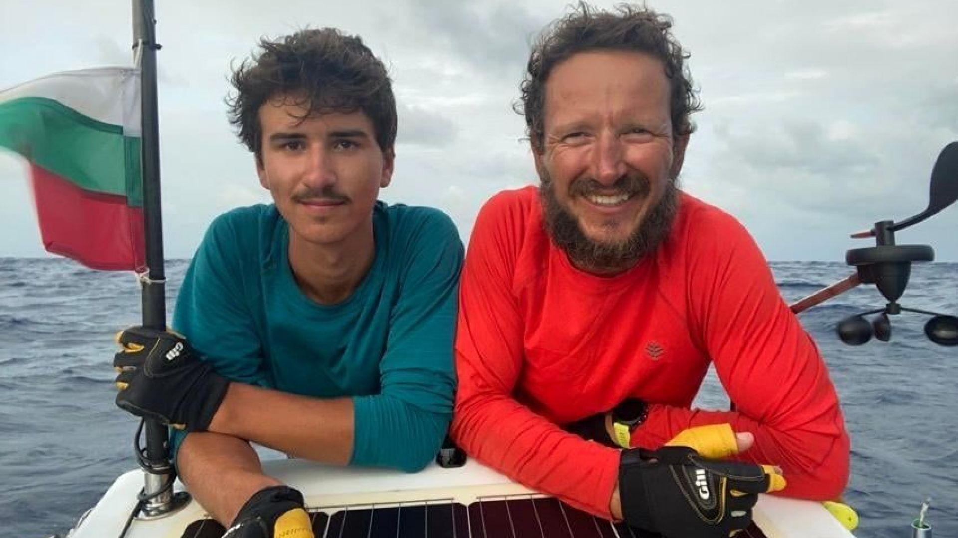 Баща и син българи прекосиха Атлантическия океан с гребна лодка (видео)