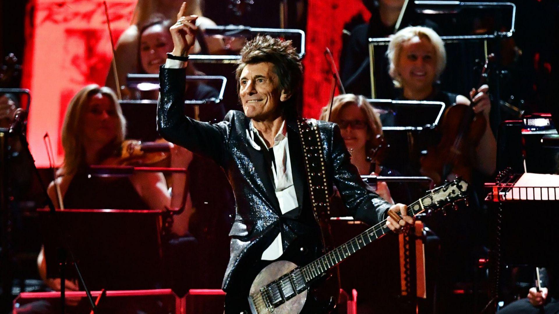 Рони Ууд от Rolling Stones е заменил алкохола и наркотиците с преждата и куките