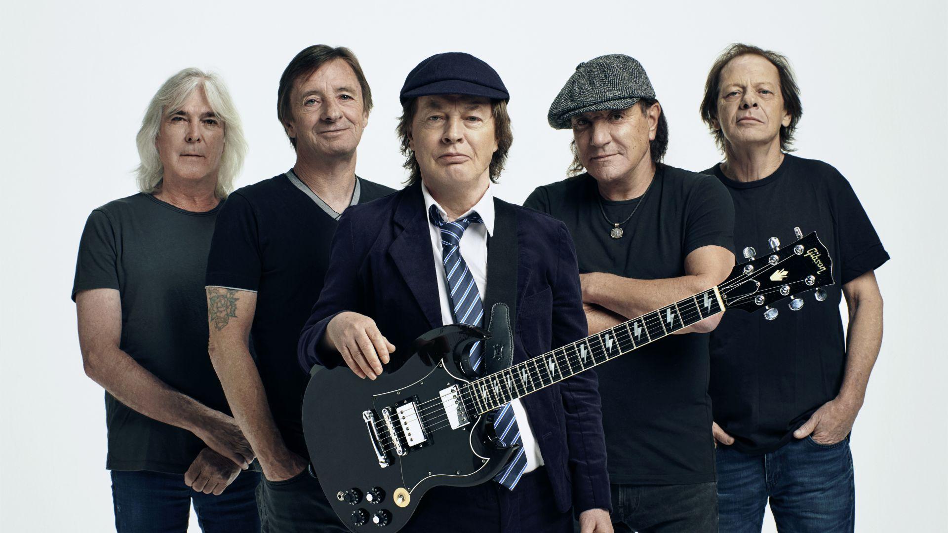 """Спечели оригинален мърч с логото на AC/DC и новия албум на рок легендите - """"Power Up""""!"""