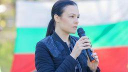 Депутатката с разголените снимки: Нямам от какво да се срамувам
