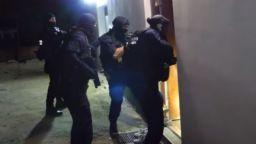Оставиха в ареста двамата ромски барони от разбитата лихварска група (видео)