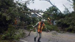 След удара в Мексико, ураганът Делта се насочва към САЩ (видео)