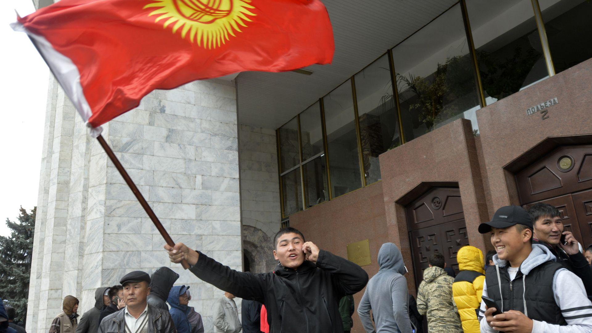 В Киргизстан избират нов парламент на 20 декември, а президент на 17 януари