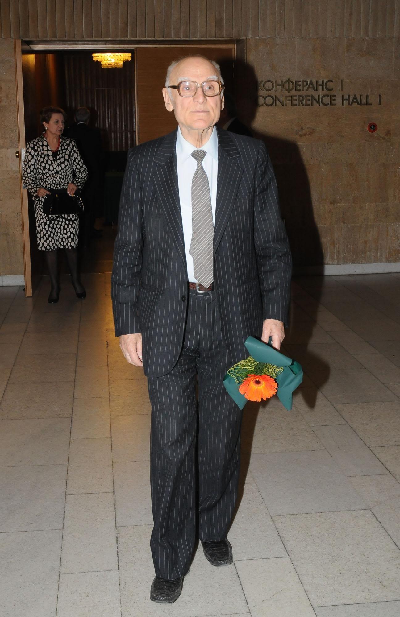 Ген. Атанас Семерджиев пристига на приема послучай 80-годишнината на ген. Любен Гоцев