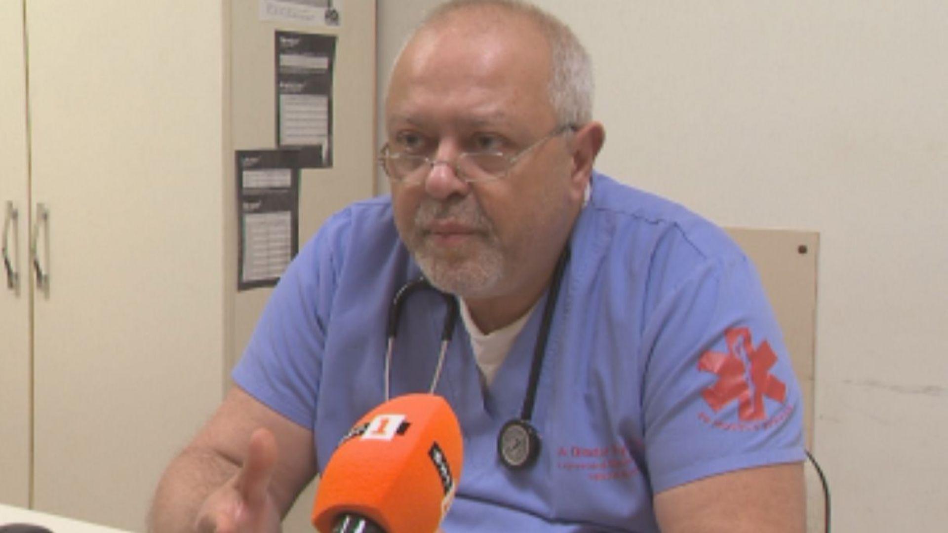 Лекар продава наградата си за висок професионализъм заради недостиг на пари