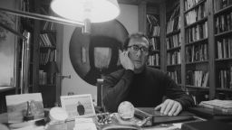 """Честваме 90 години от рождението на Харолд Пинтър със спектакъла """"На скорост"""" в  Театър Азарян"""