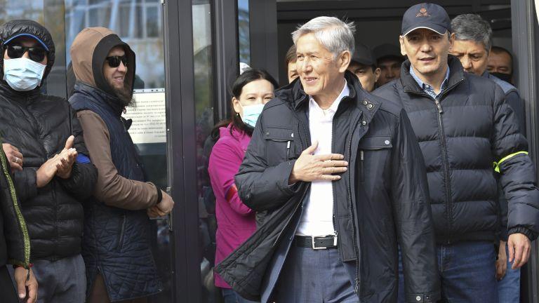 Бившият президент на Киргизстан Алмазбек Атамбаев беше задържан от служители