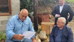 Как Борисов и Ананиев четат доклада на Moody's