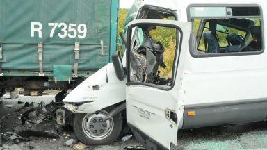 Обвиниха шофьора на украинския тир за катастрофата с пътническия микробус