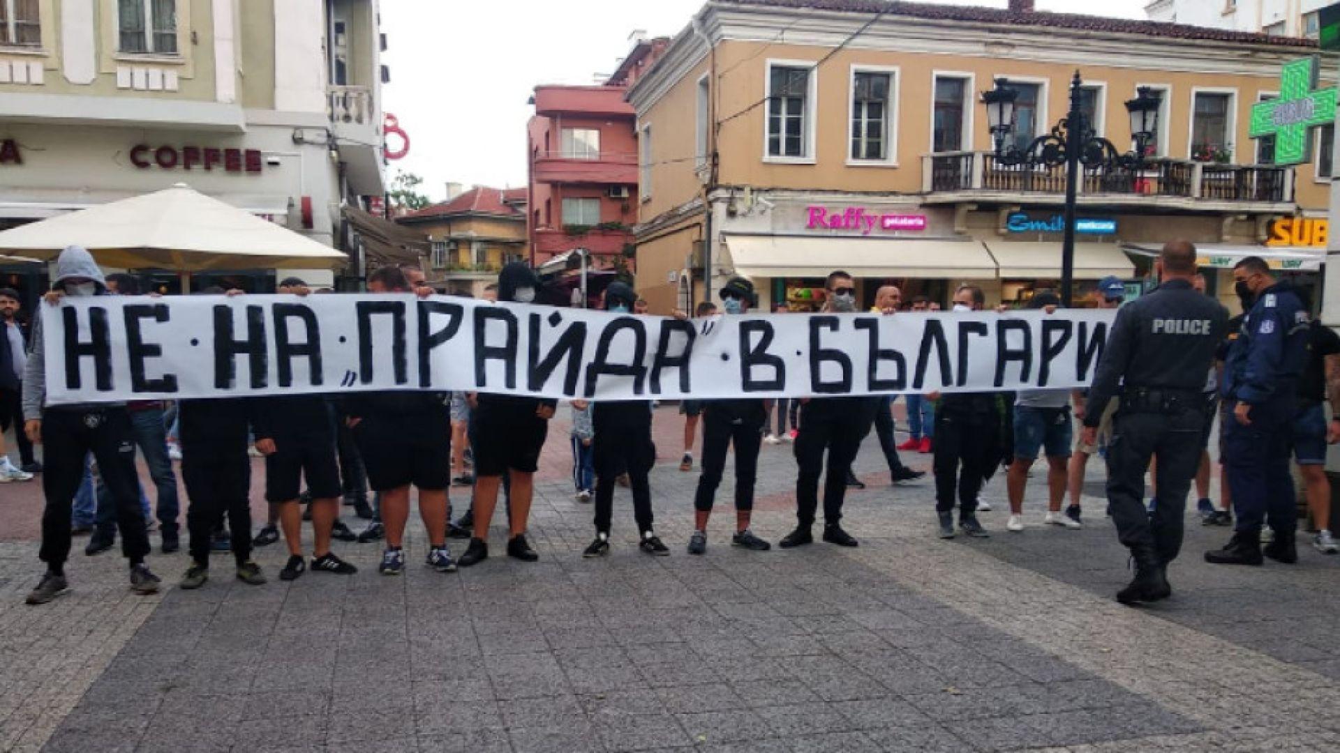 Напрежение между ултраси и активисти на шествие срещу хомофобията