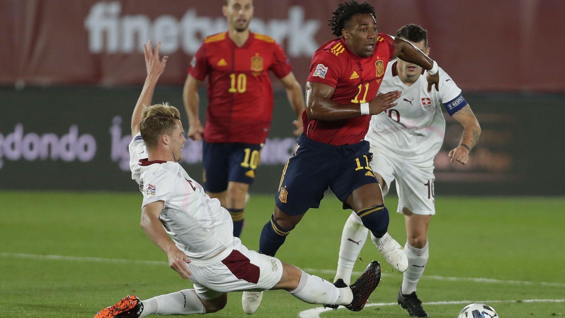 Испания добави минимална победа към умопомрачителния си домакински рекорд
