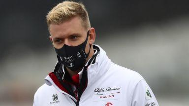 Пандемията пречи на Мик Шумахер да отиде при отбора си за тренировки