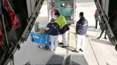 """Транспортираха със """"Спартан"""" тримесечно бебе за лечение във Франция (снимки)"""
