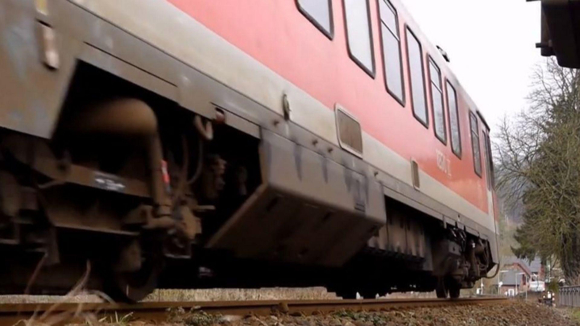 Влак блъсна и уби братя тийнейджъри в Германия