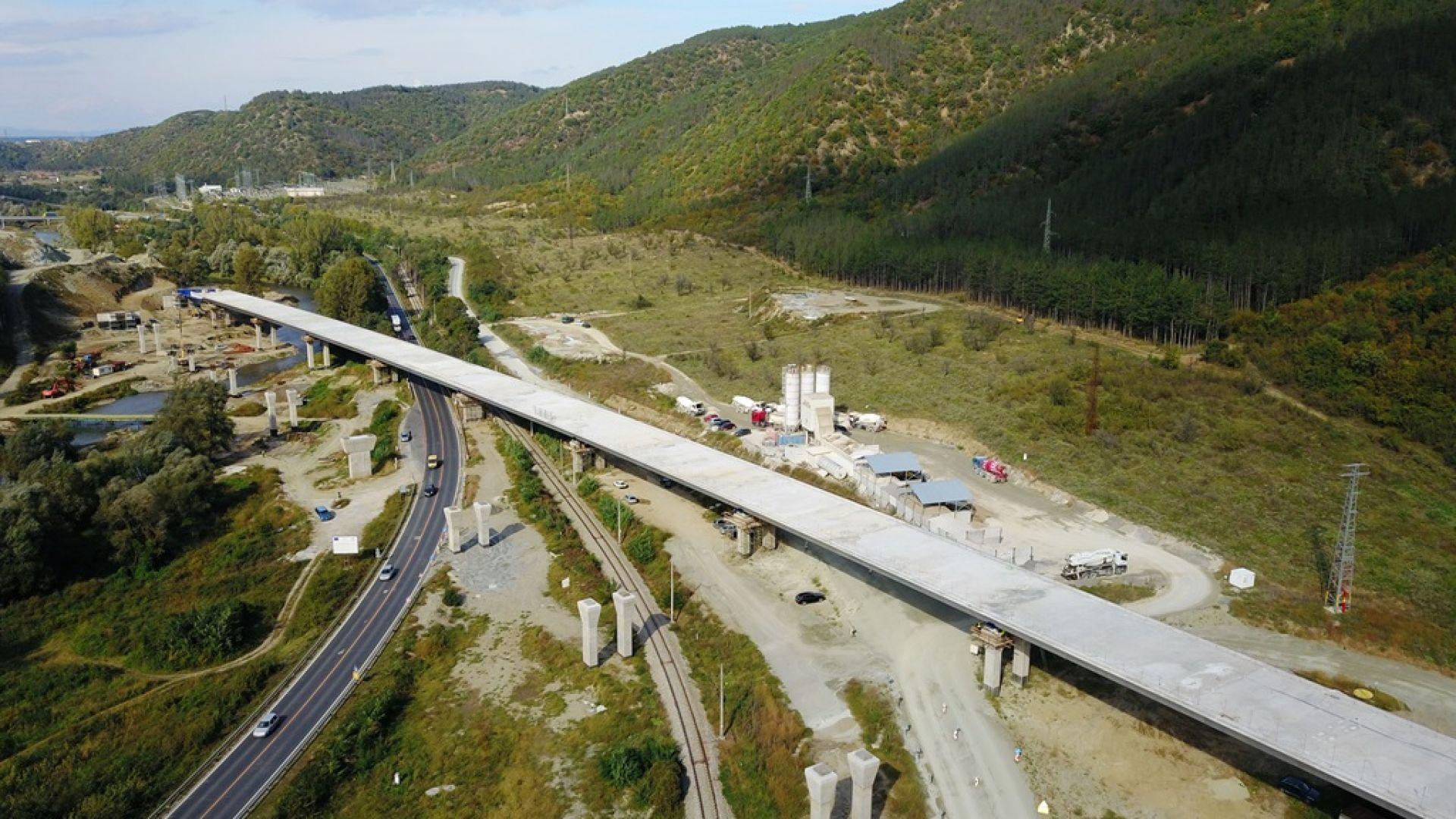"""Почти готов е мостът преди тунел """"Железница"""" в посока София (снимки и видео)"""