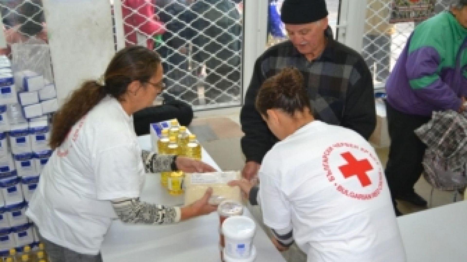 БЧК започна раздаването на хранителни пакети в София