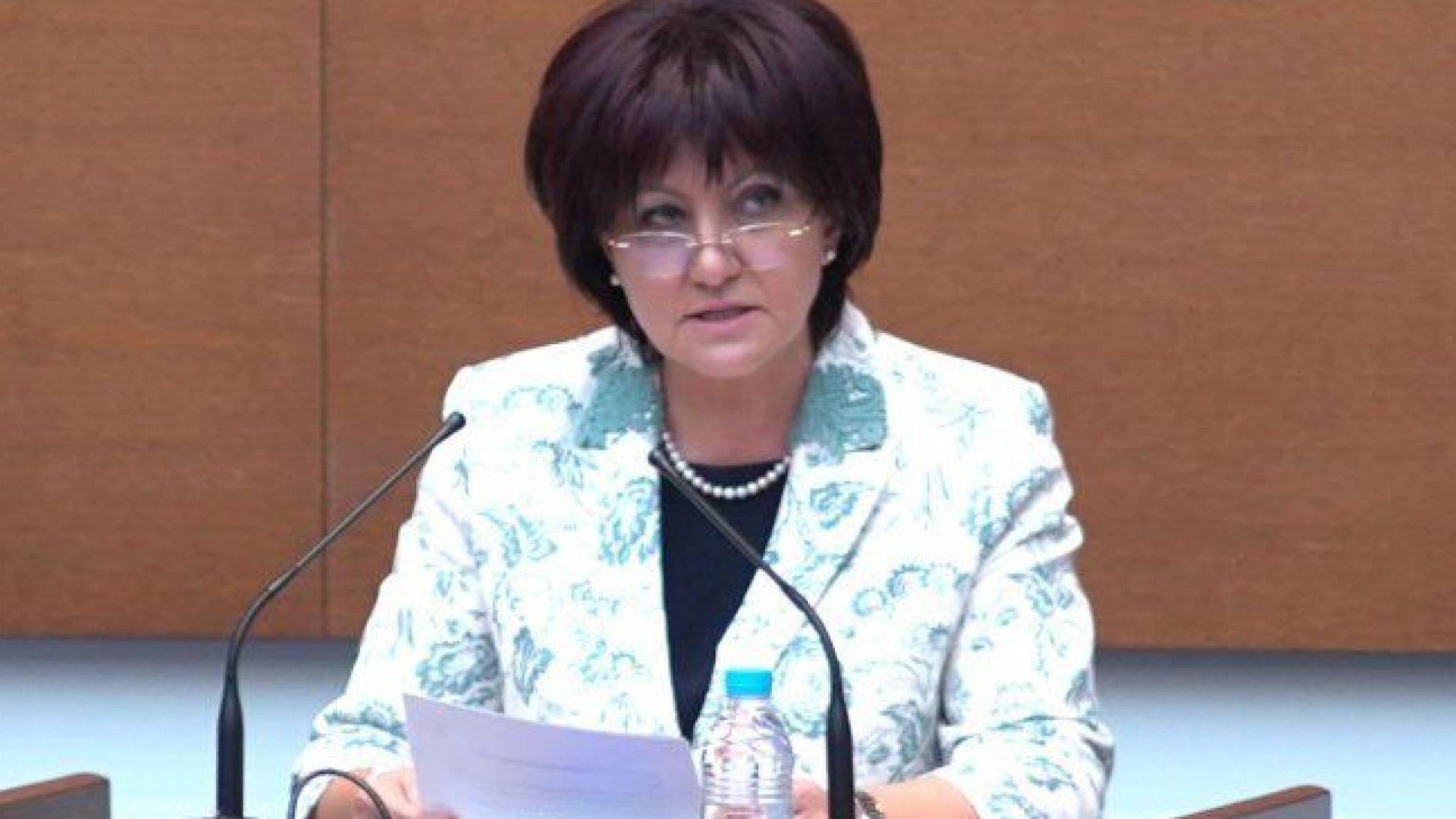 Цвета Караянчева написа писмо до президента Радев за чистка по доноси на служебното правителство