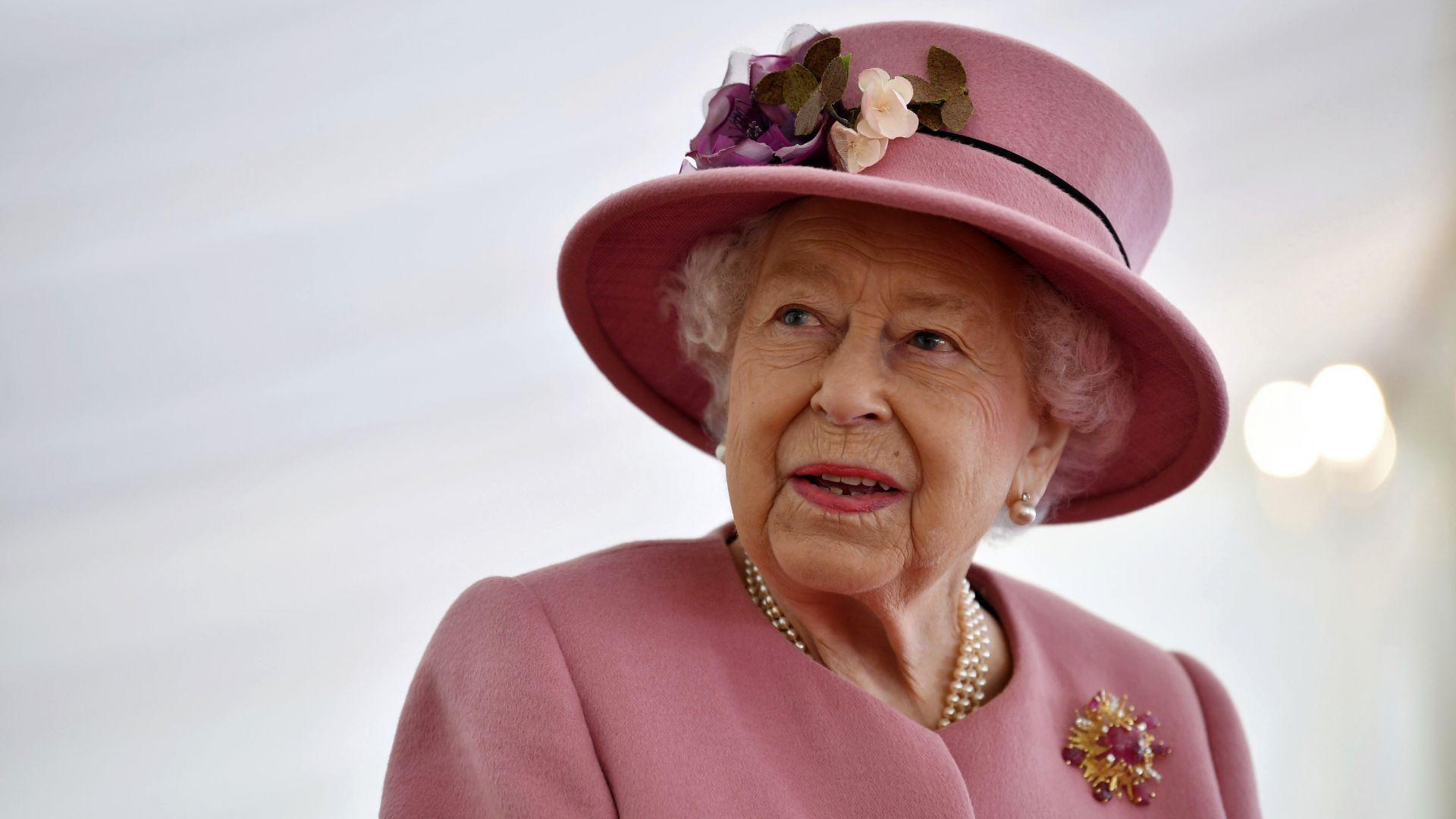 Първа публична поява на кралица Елизабет Втора след седем месеца изолация (снимки)