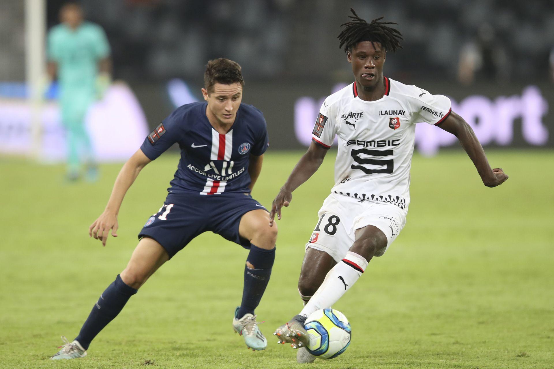 Едуардо Камавинга (Рен): Поредното дете-чудо на футбола. Само на 17, той вече има гол за мъжкия тим на Франция, а в родния си Рен вече втори пореден сезон е основен играч.