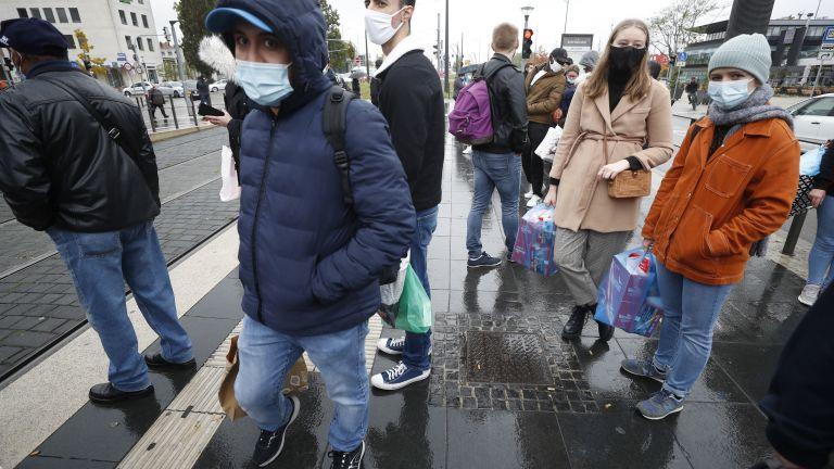 Великобратания, Франция и Италия отчитат забавяне на разпространението на коронавируса.