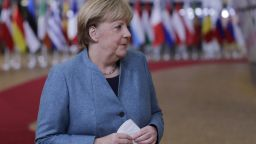 "Меркел обмисля въвеждане на ""мегалокдаун"" в Германия"