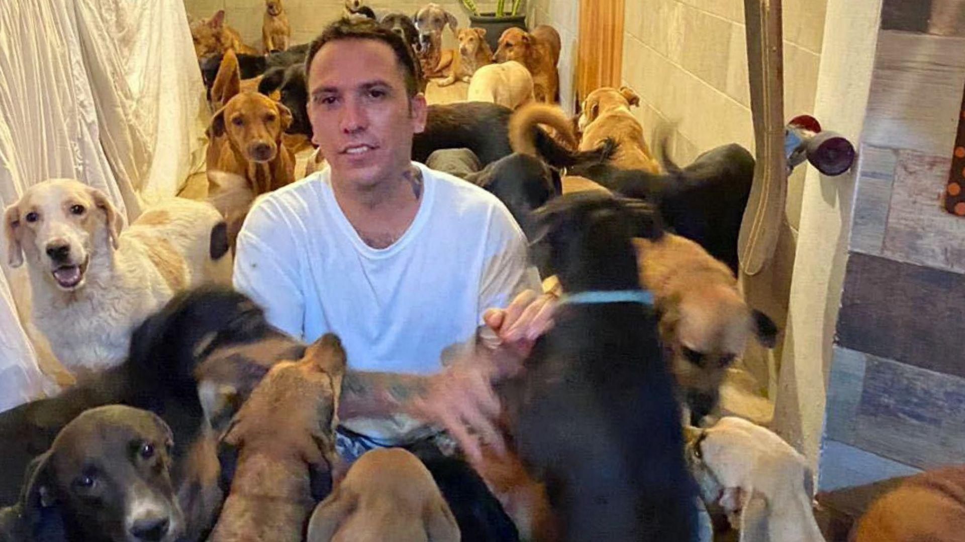 Мексиканец спаси стотици животни от урагана Делта в дома си (снимки и видео)