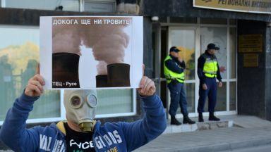 """""""Петото Велико народно въстание"""" в Русе: Има """"чадъри"""" за миризмите в града"""