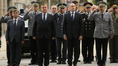 Новият шеф на ВВС е болен от коронавирус, Каракачанов се е самоизолирал