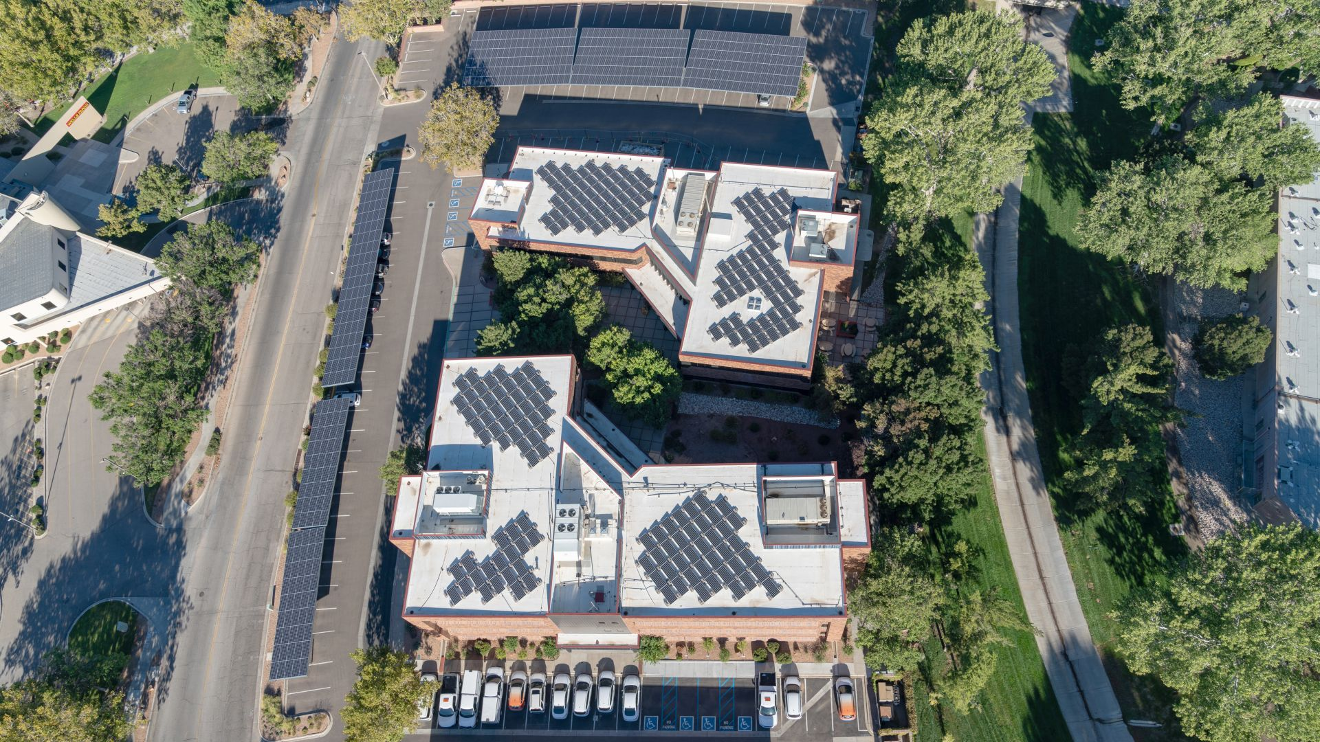 Рекорд на монтираните соларни модули по покривите на Германия