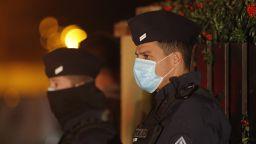 Френските депутати одобриха спорния законопроект за публикуване на снимки на полицаи