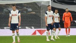 Тотнъм се срина в лондонско дерби с шест гола при повторния дебют на Бейл