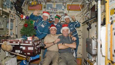 Филийки с хайвер ще хапнат руските космонавти на МКС за Нова година