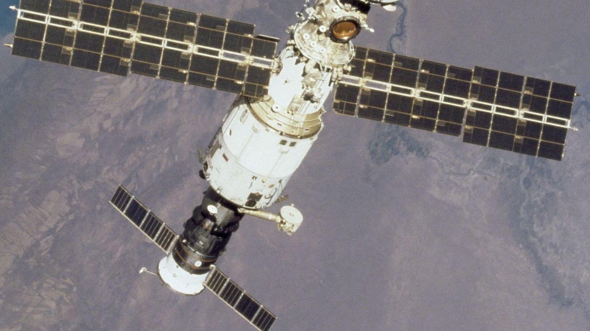 Въздухът изтича от МКС през пукнатина колкото косъм