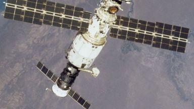 Проверяват с микроскоп за второ място за възможно изтичане на въздух на МКС