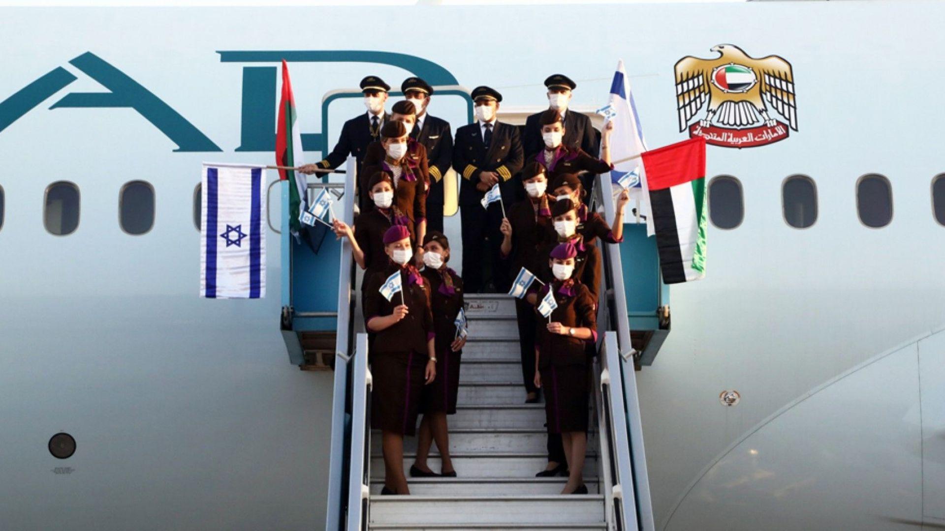 """""""Шалом, Тел Авив!"""": Първият пътнически полет от ОАЕ се приземи в Израел"""