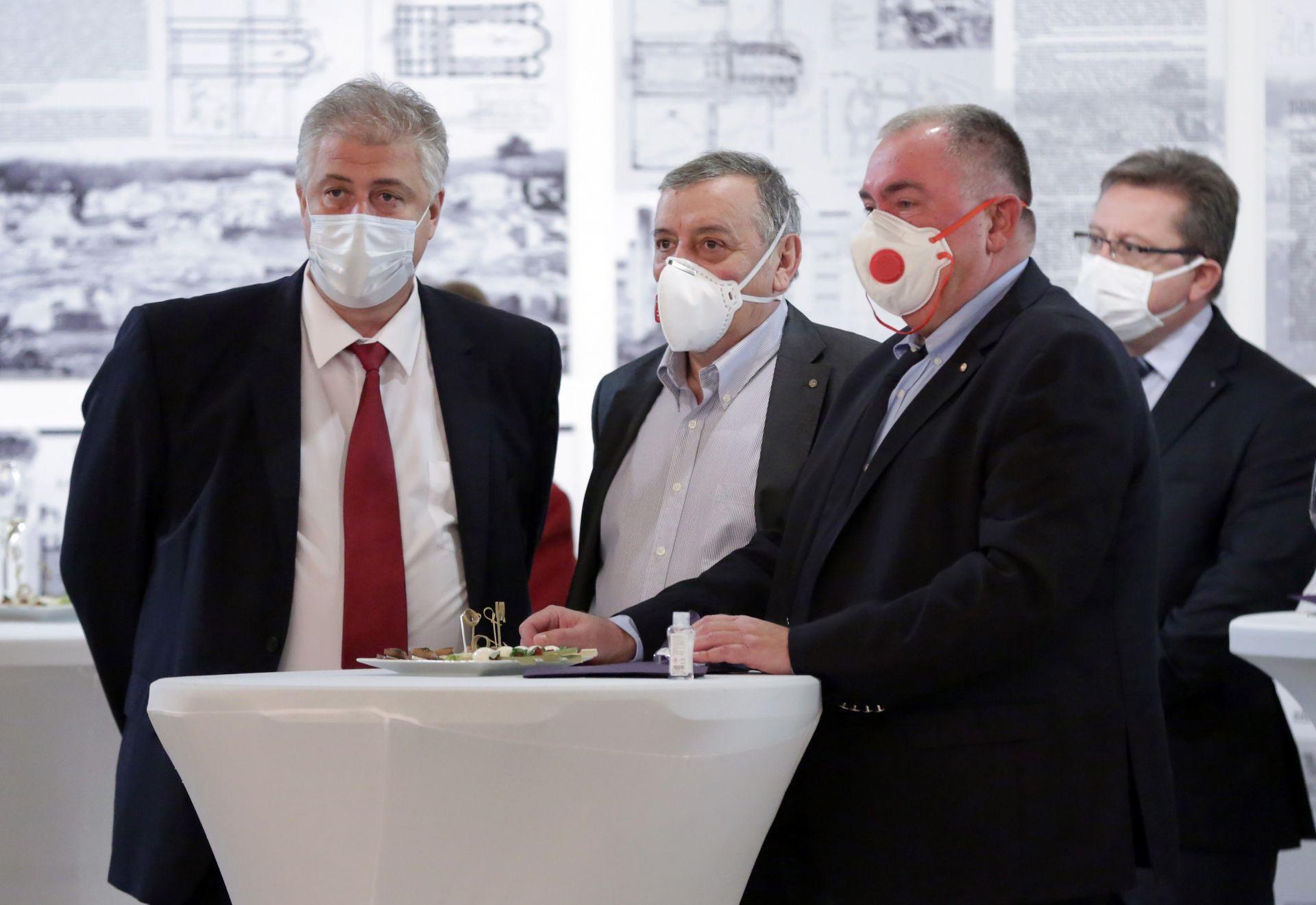 Проф. Асен Балтов, проф. Тодор Кантарджиев и проф. Георги Михайлов (отляво надясно)