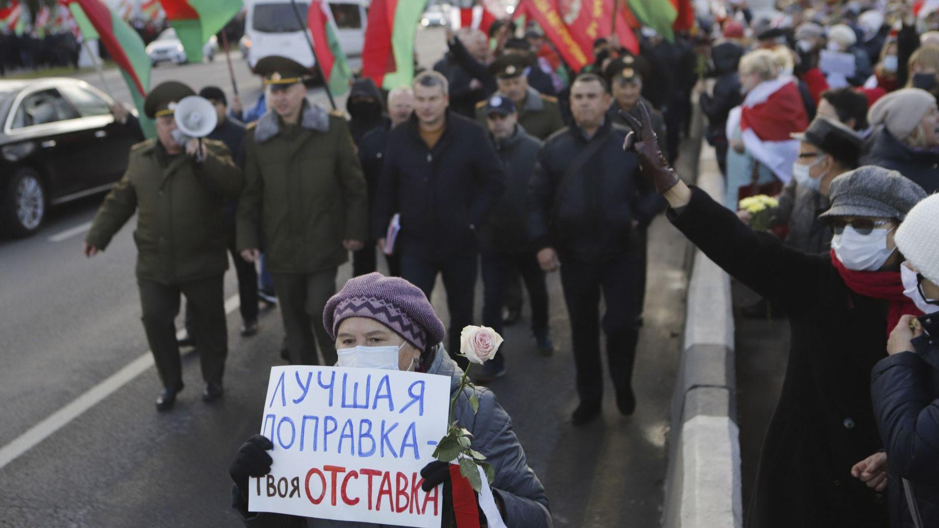 В столицата имаше и контрапротест на пенсионери, подкрепящи Лукашенко