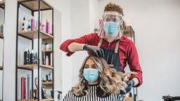 Музика във фризьорските салони: Колко ще се плаща за авторски права?