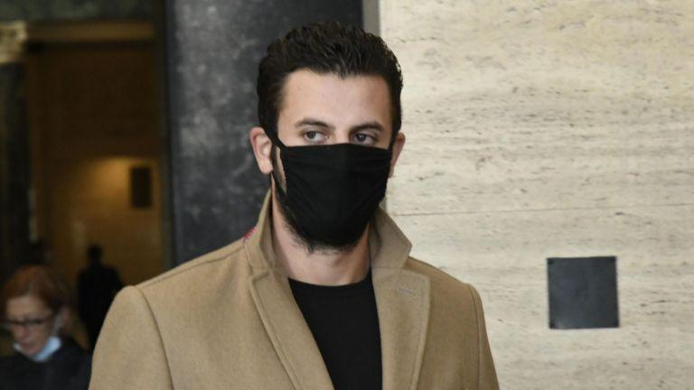 Подсъдимият Йоан Матев запази мълчание пред медиите по време на