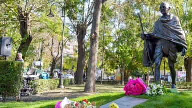 Създателят на най-високата статуя в света направи паметник за Варна