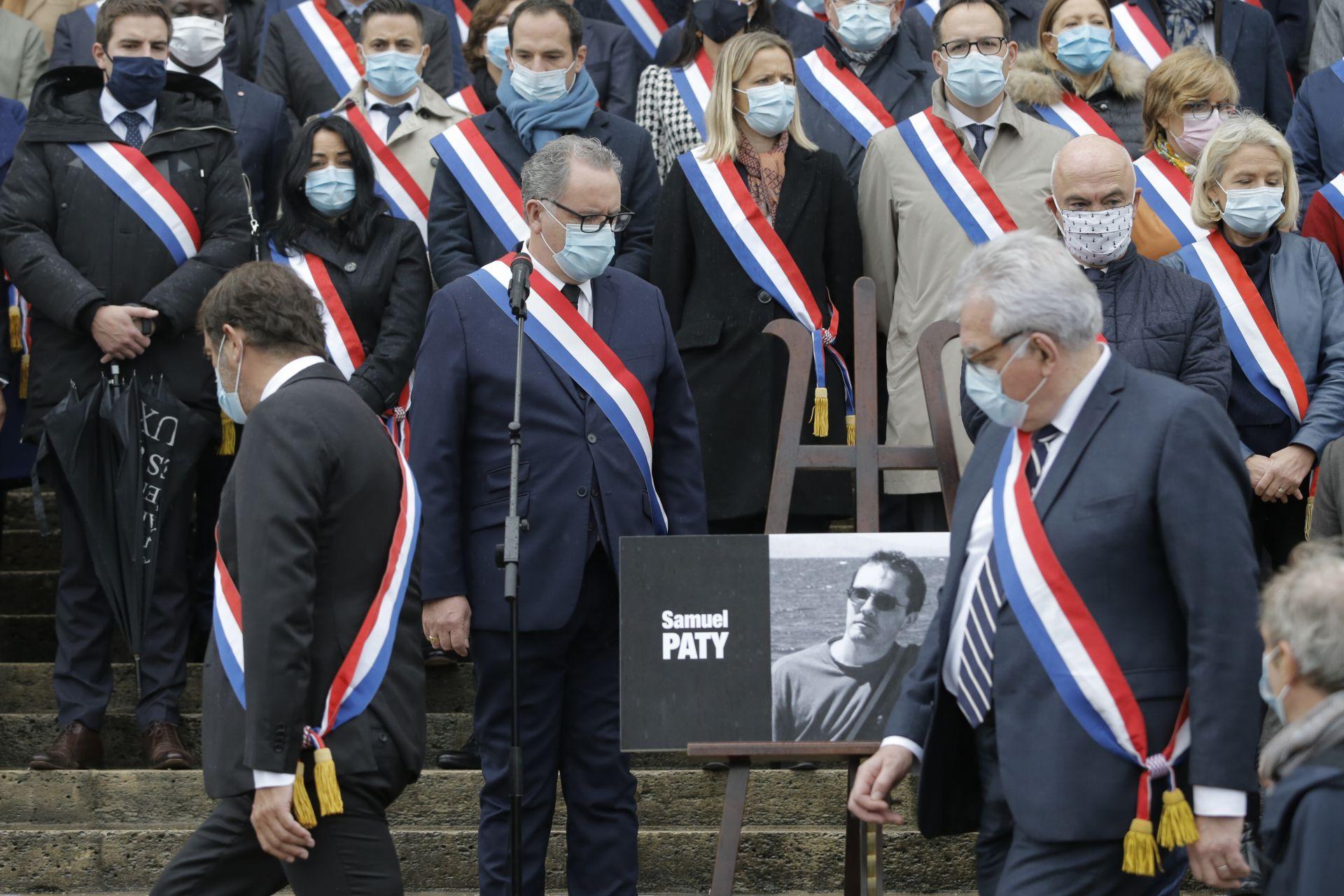 Френските депутати отдадоха минута мълчание в памет на убития учител