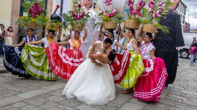 Над 100 души от хайлайфа на Мексико се заразиха с коронавирус на сватба без маски