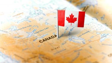 Канада дава статут на постоянно пребиваване на 90 000 чужди студенти и работници