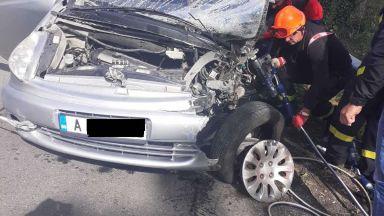 Загинал и 2-ма ранени при челен сблъсък край Айтос (снимки)