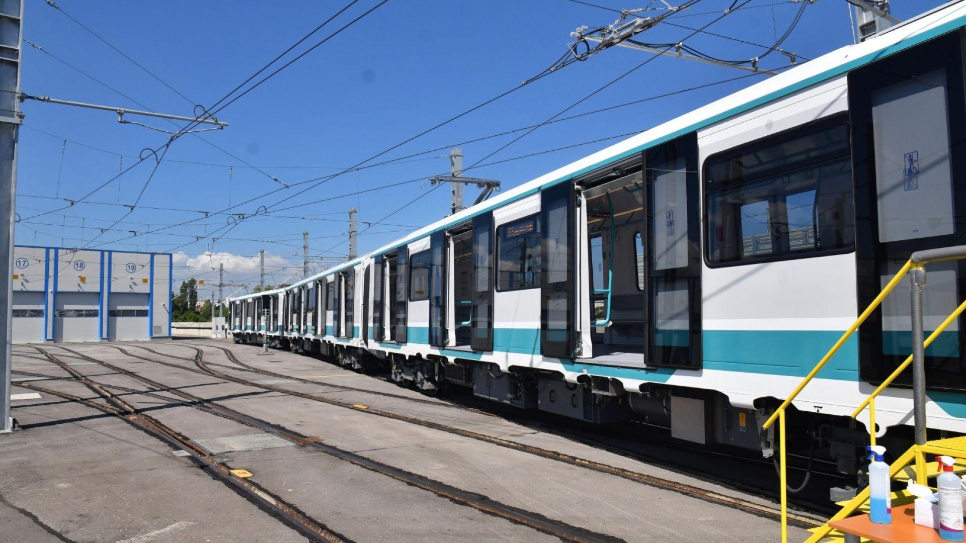 Фандъкова: Обмисляме да се намали интервала на влаковете на метрото в пиковите часове