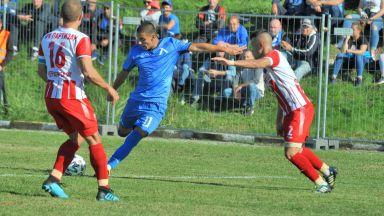 """Аматьори стреснаха """"Левски"""" с един изстрел, но """"сините"""" ликуваха в Червен бряг"""