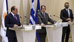 """Гърция помоли страните от ЕС да не продават оръжия на """"агресивна Турция"""""""