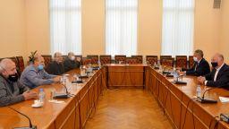 Държавата ще подкрепи таксиметровите шофьори: в София с 550 лв. от данъка
